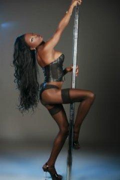 Hammer black ts naomi Naomi Black